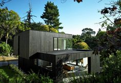 Bold Intervention on a Provoking Steep Site: Waiatarua House in New Zealand