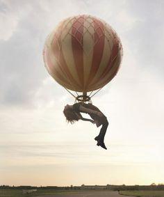 Maia Flore #photo #floating #balloon #dream #photomanipulation #sleep
