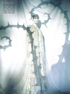 Lara Stone Graces Vogue Italia March 2010 Issue | MillionLooks.com #pricess #stage #shadow