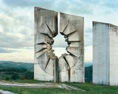 Spomenik, Kadinijača