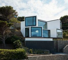Geometric House with Several Points of View