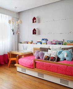 Modern And Comfortable Triplex by Izabela Lessa Arquitetura