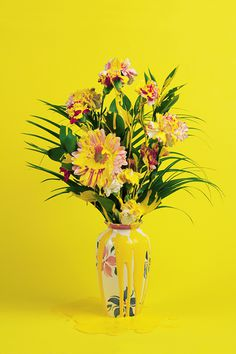 B U I L D #yellow #color #flowers #vase
