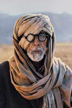 tumblr_lwfxgwLTUP1qixzs2o1_500.jpg (403×600) #glasses #man #scarf