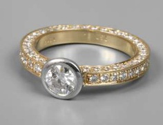 Ladies ring with brilliant-cut diamonds of approximately 2 ct