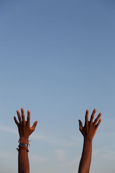 Mani che | lassù #photography #hands #blue #sky #italy