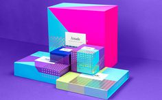 Amado by Hyatt | Anagrama #packaging #boxes #stamp #foil