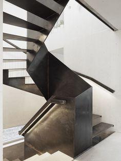 Black steel stairway. The Marly House by KARAWITZ. © Schnep Renou. #staircase #stairway #steel