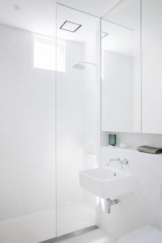 Bright wet room. Nat's House by Studio Prineas