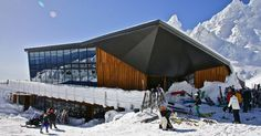 Cafe Knoll Ridge in winter outside #mountain #architecture #volcano #caf