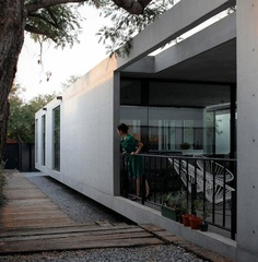 Rectangular Concrete House with an Interior Courtyard in Monterrey 5