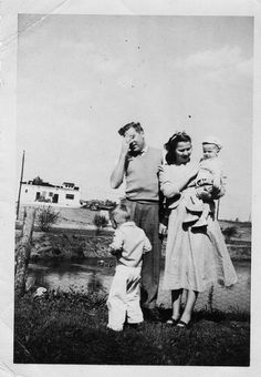 Embarrassed Father - Vintage family Photo | Flickr - Photo Sharing! #vintage #retro #family #peeing