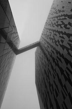 Monochronos #photography #monochromatic #cityscape