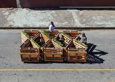 r1 recycles wooden pallets into interlocking mobile benches #diy