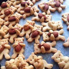 Bears hugging almonds #almonds #food #bears #sweets #cookies