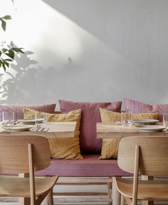 Restaurant Decor with Inspiration from the 60s-70s - InteriorZine