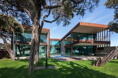 Villa Sorrento Offers a Balance Between Intimacy and Transparency
