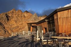 Cafe Knoll Ridge terrace #mountain #architecture #volcano #caf