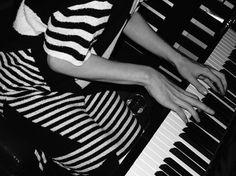 Patternity_PianoToneMonochrome_patternity
