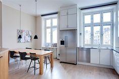 victor - en bildblogg #interior #design #kitchen #ikea #freezer #light #windows