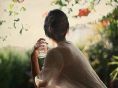 All sizes | Desayuno en el jardín II | Flickr - Photo Sharing! #woman #bokeh #portrait #photography #vintage #light