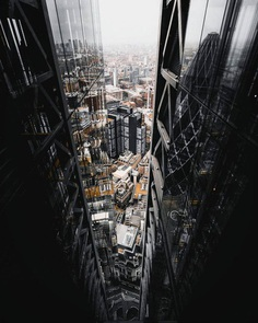 #streets_vision: Vibrant Urban Photography by Alex Cockwill