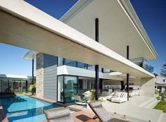 Resort Style Home in Australia Featuring Wide Overhangs and Entertainment Areas #architecture #residence #modern