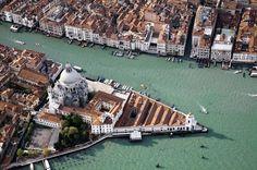 punta-della-dogana-venice.jpg (567×376) #punta #dogana #water #tadao #museum #ando #della #city #venice #architecture