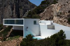 House on the Cliff by Fran Silvestre Arquitectos #spain #white #architecture #minimal #arquitectura #minimalist