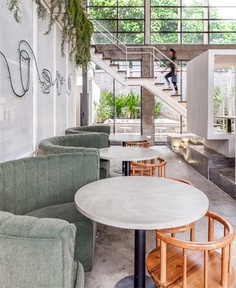 Full Circle Coffee Shop by Expat. Roasters - InteriorZine #restaurant #decor #interior