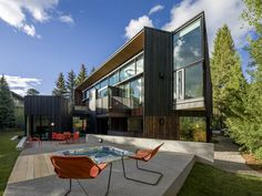 Blackbird House – Urban Mountain Retreat by Will Bruder Architects