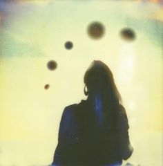 VECTRO AVE | Art & Design Blog #woman #backlit #photography #dreamy #film #ufo