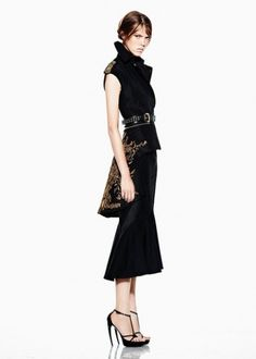 Alexander McQueen Resort 2012 Collection Photo 22 #burton #black #alexander #mcqueen #gold #fashionologie #sarah