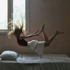 but does it float #frame #freeze #woman #floating #photography #bed