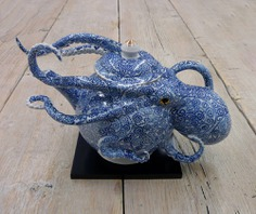 Octopuses Embedded in Ceramic Vessels by Keiko Masumoto | Colossal