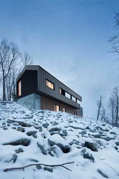 Quebec Country House Consisting of Two Stacked Volumes 12