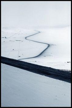 5751ae24710703f8dfd62c3aa90688b4.jpg 600×894 Pixel #svalbard #snow #road #pole #coal #arctic #ice