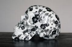 """Fleurs Noires"" by NooN. #skull #porcelain #caveira"