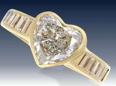 Ring: vintage Goldschmiedering mit großem Diamant-Herz und Baguette-Schultern, ca. 1,5ct