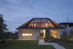Modern House with Hipped Glass Roof in Japan #architecture #japan #modern