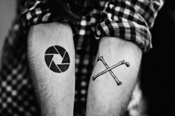OX, in Bleu Noir Studio based in Paris #aperture #monochrom #arms #tatoo #bones
