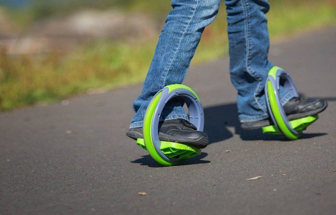 Orbitwheel is a cross between inline skates and a skateboard and gives you a smooth experience in wheeled sports. #design #product #industri
