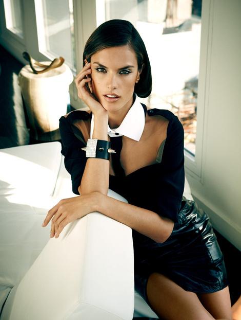 Alessandra Ambrosio для журнала Vogue Brazil #model #girl #photography #portrait #fashion #beauty