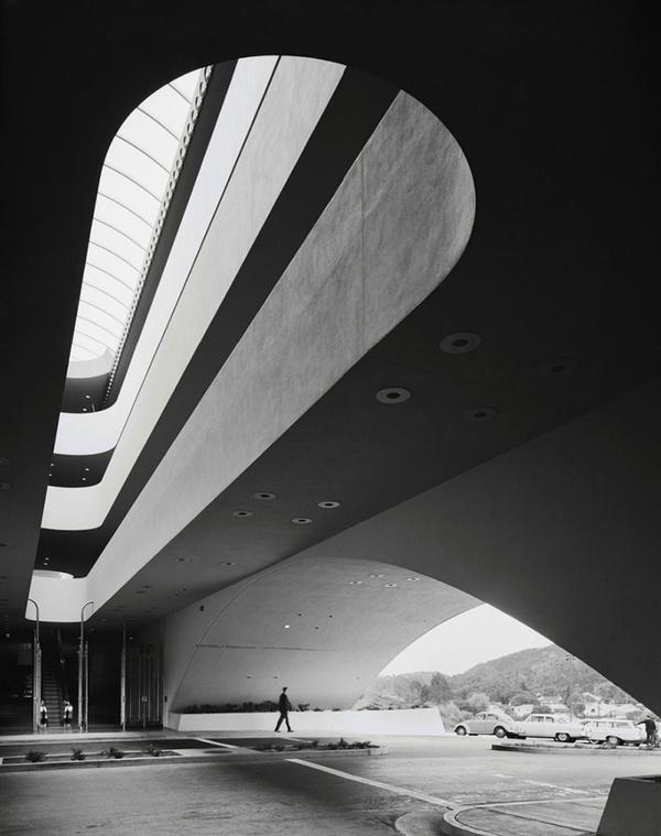 Ezra Stoller #b&w #black #curves #photography #architecture