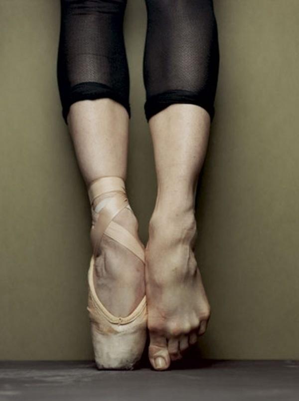 ballet en pointe.jpg (680×912) #pointe #en #ballet #detail