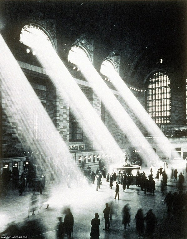 Grand Central Termina #white #grand #central #black #photography #vintage #sunlight #and #light #station