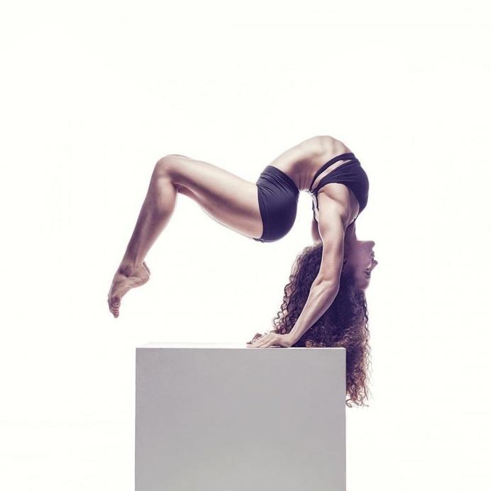 Impressive Portraits of Dancers and Acrobats by Tio Von Hale
