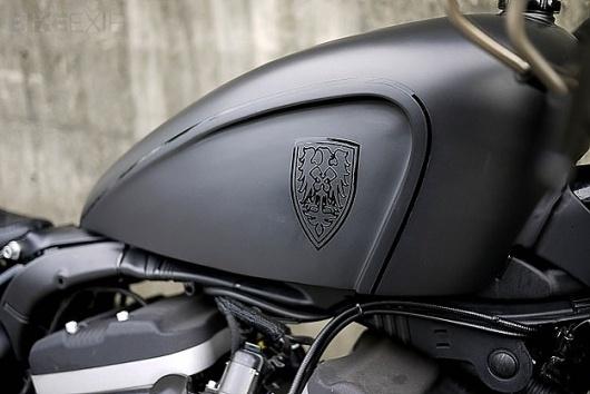 Harley-Davidson Sportster #black #crest #paint #eagle #logo