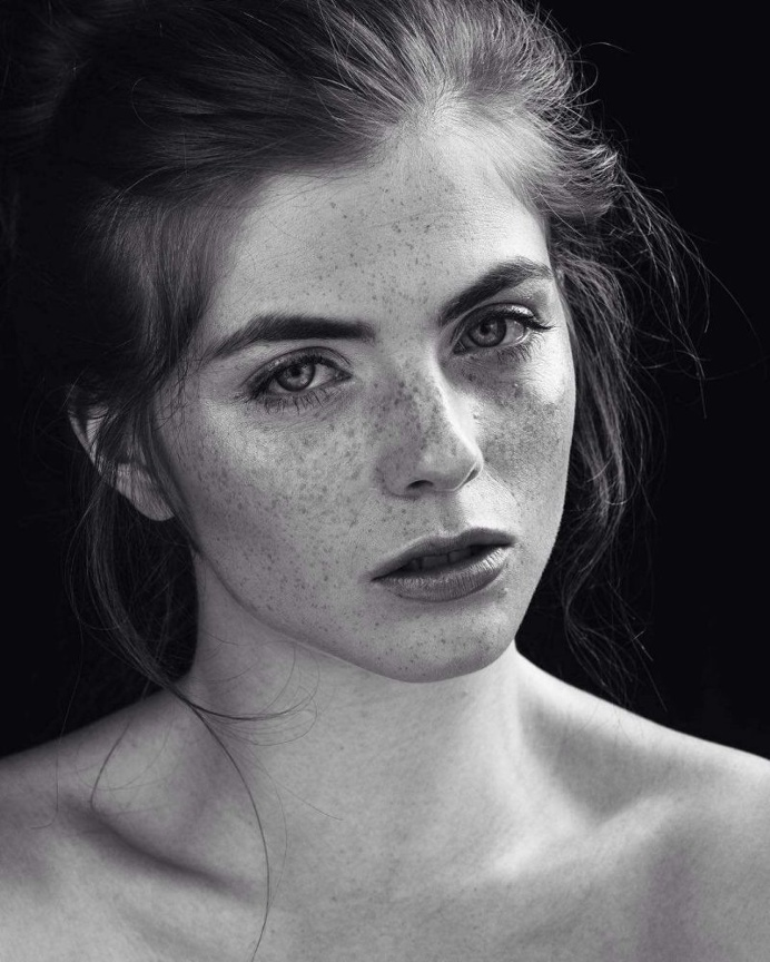 Analogue Portrait and Beauty Photography by Julian Marochow