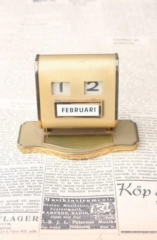 perspective20.com » vintage #calendar #newspaper #vintage #typography